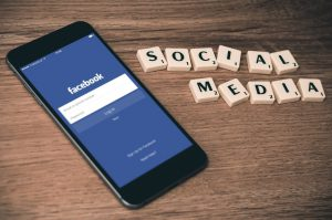 Health effects of social media